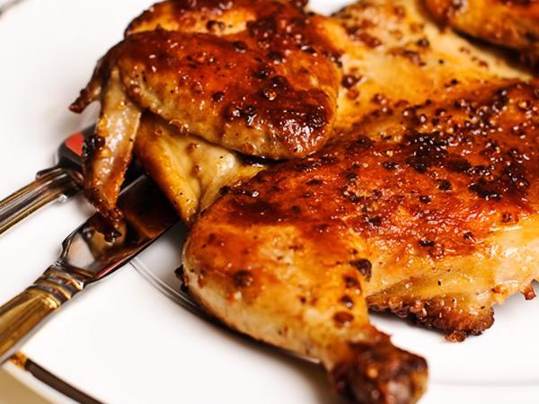 Цыпленок табака - рецепт на сковороде под прессом