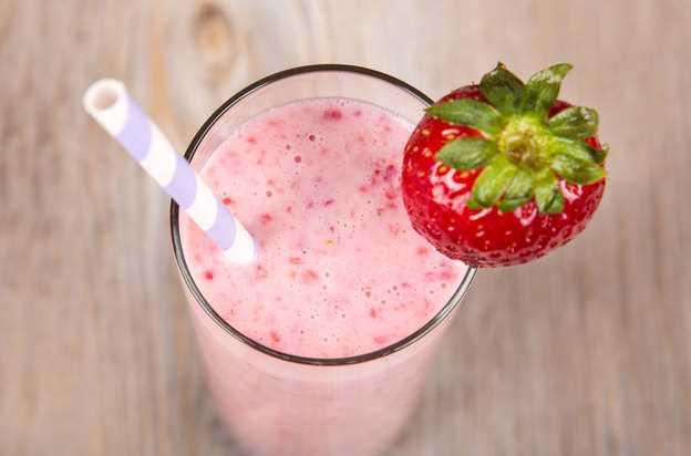 Освежающий фруктовый коктейль к завтраку