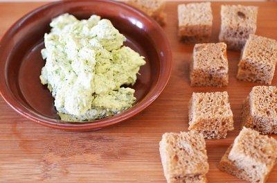 Kanape s syrom i olivkami 4