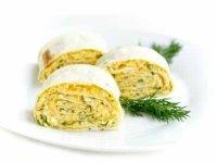 Рулет из лаваша с куриным яйцом и твердым сыром