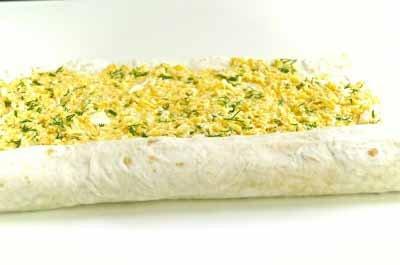 рулет из лаваша с яйцом и сыром