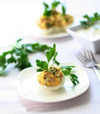 Яйца фаршированные ветчиной и петрушкой