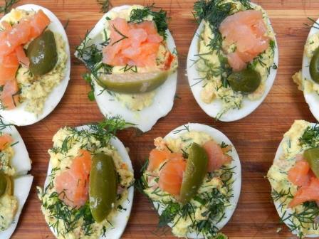Яйца фаршированные копченым лососем 1