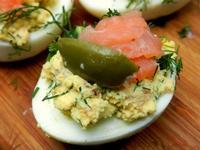 Яйца фаршированные копченым лососем 2