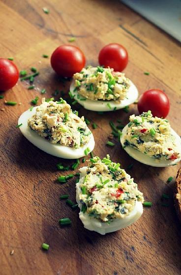 Яйца фаршированные творогом (2)