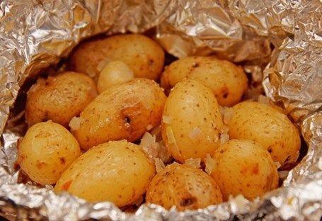 Kartofel-zapechennyi-s-lukom