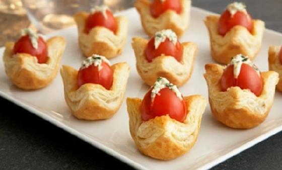 Tartaletki s pomidorom i syrom (2)
