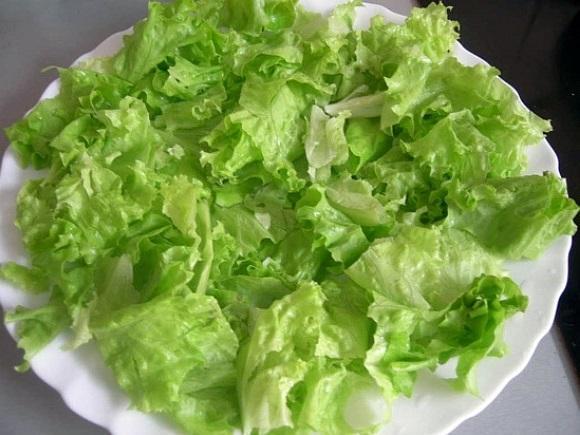 Zelenyi salat s kopchenym lososem (5)