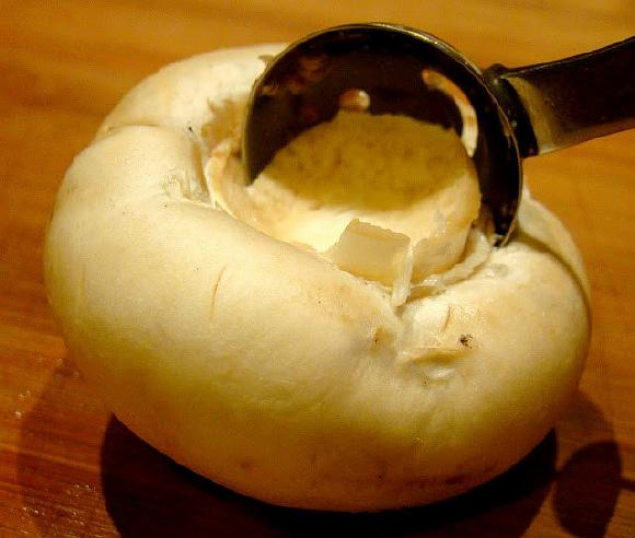 SHampinony farshirovannye syrom (2)