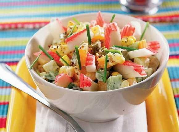 Salat s krabovymi palochkami  (2)