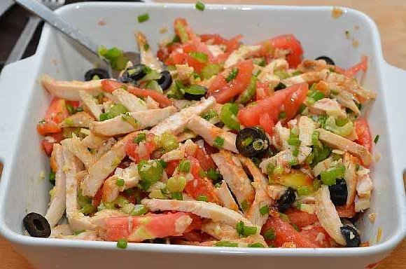 Salat s kuricei pomidorami (5)