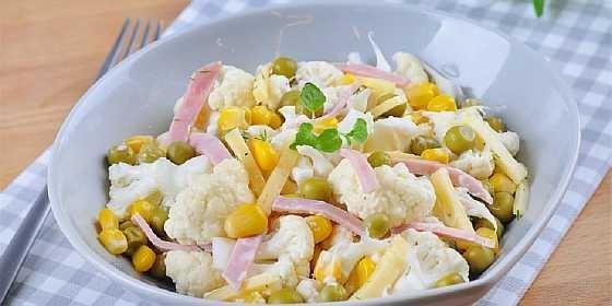 Салат с ветчиной и цветной капустой