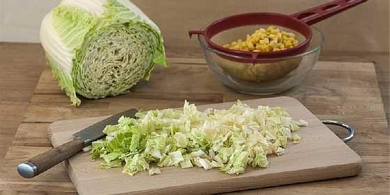 Salat iz kapusty i kukuruzy (1)