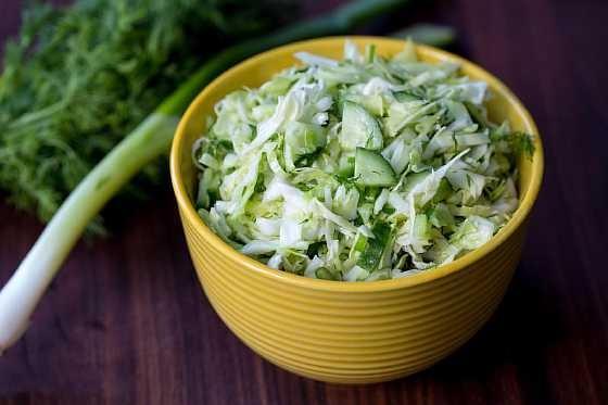 Salat s kapustoi i ogurcom (5)