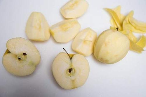 очистка яблок для шарлотки