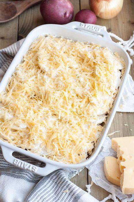 Твердый сыр натрите на крупной