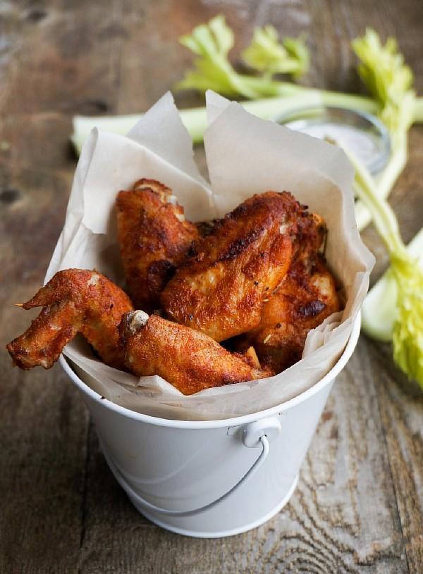 Запеченные куриные крылышки в духовке