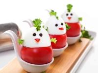 prazdnichnye-cyplyata-iz-pomidorov-i-yaic (1)