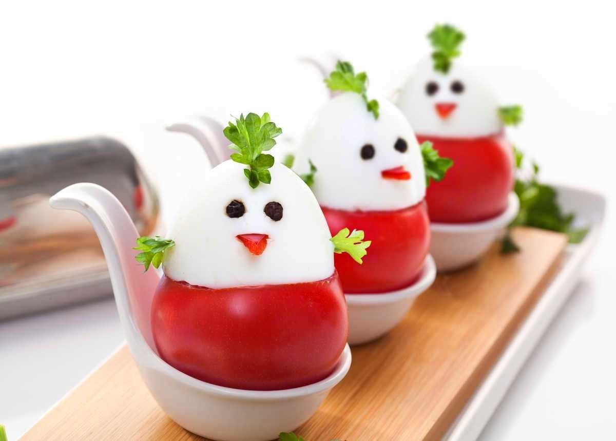 prazdnichnye-cyplyata-iz-pomidorov-i-yaic (2)