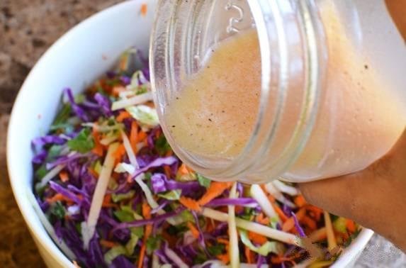 Салат из красной капусты с яблоками и морковью