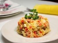 салат оливье с курицей классический простой рецепт