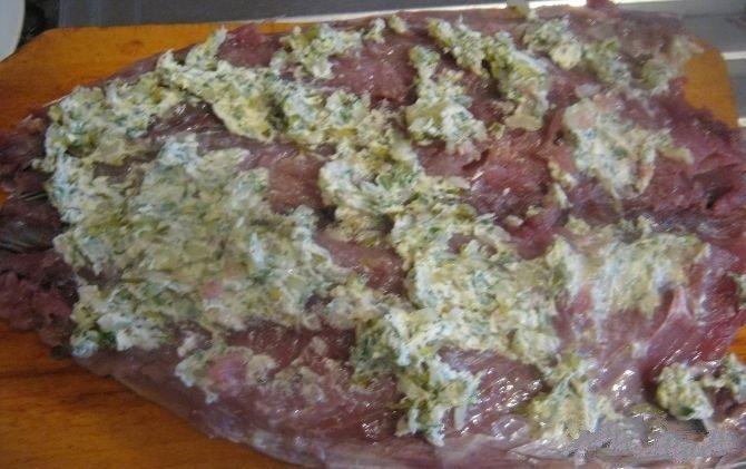 Скумбрия запеченная в духовке с зеленью и каперсами