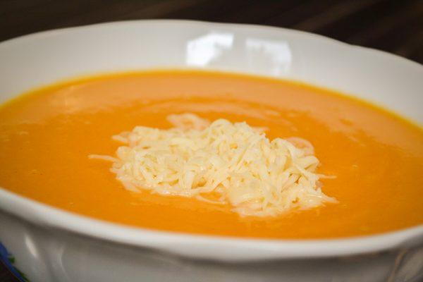 При подаче на стол сверху всыпаем тертый сыр.